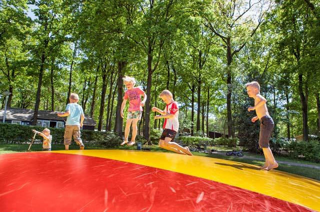 Tourist-Info-Het-Reestdal_CT_bekijkendoen_kinderen_leuke-activiteiten-springkussen