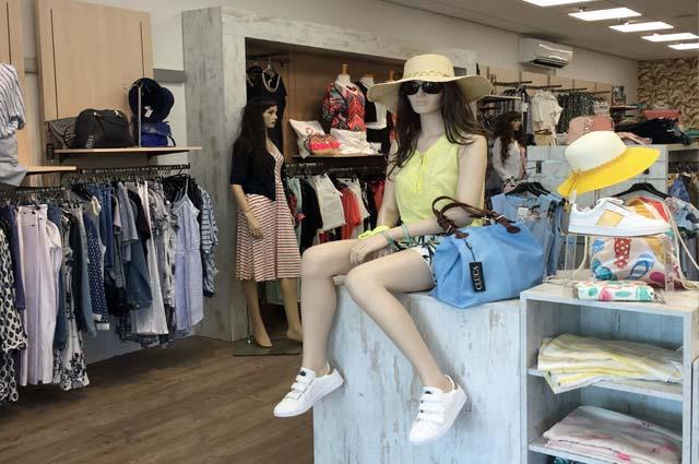 Tourist-Info-Het-Reestdal_CT_bekijkendoen_recreatie-vrije-tijd_winkelen_winkelen-in-Staphorst-Hilleen-mode-en-HeM
