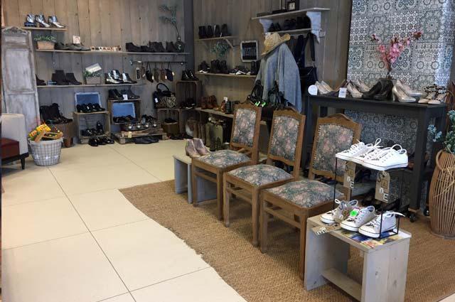 Tourist-Info-Het-Reestdal_CT_bekijkendoen_recreatie-vrije-tijd_winkelen_winkelen-in-Staphorst-Zuss-en-Zij-schoenen-tassen