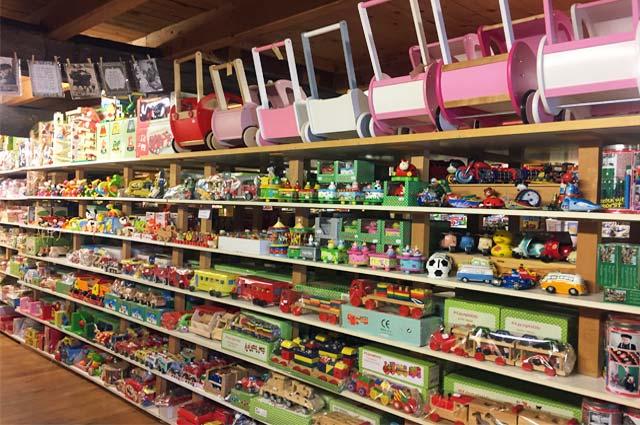 Tourist-Info-Het-Reestdal_CT_bekijken-doen_winkelen_winkelen-staphorst-ijhorst_Roel-souvenirs-houten-speelgoed